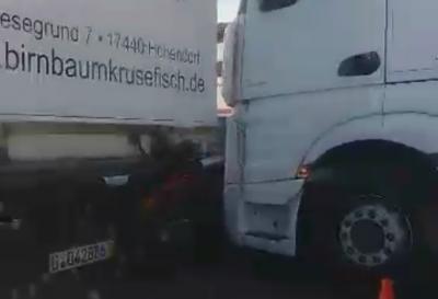 Потрійна ДТП на вулиці Галицький Шлях: при в'їзді до Чернівців великі затори