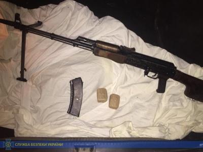 СБУ затримала на Буковині колишнього бійця, який продавав зброю із фронту