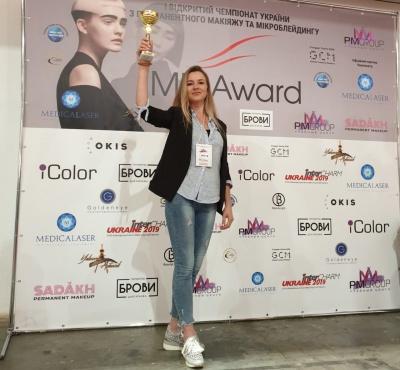 Буковинка стала найкращою майстринею перманентного макіяжу в Україні