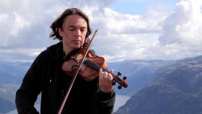 «Вікінг» їде до Чернівців: відбудеться концерт відомого скрипаля Святослава Кондратіва