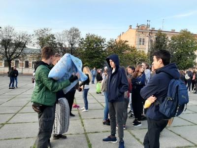 Масштабний бій подушками: у Чернівцях вирішили побити незвичний рекорд – фото