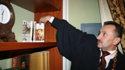 Суддя-«колядник» Зварич звинуватив «чернівецьких» у фальсифікації його справи