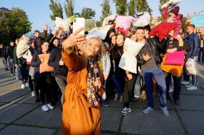 Чернівцям не вдалося побити всеукраїнський рекорд із бою подушками – фото