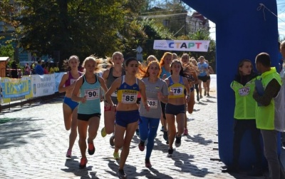 У неділю в Чернівцях бігтимуть «Буковинську милю»: серед учасників розіграють велосипеди