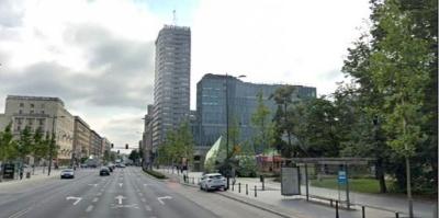 У Польщі чоловік вистрибнув з 18 поверху і впав на українця