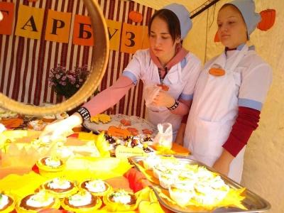 Студенти нагодували чернівчан гарбузовим обідом – фото