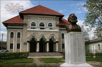 У Хотині замість пам'ятника Карлу Марксу може з'явитись монумент Шевченку або Хиждеу
