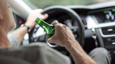 Випив пива на очах у патрульних: у Чернівцях затримали п'яного водія BMW