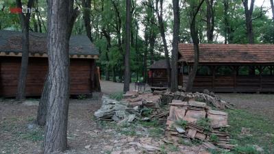 Що буде з «Халабудою» в парку «Жовтневий»: міськрада розглянула дві петиції