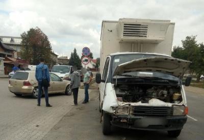 ДТП на Буковині: водій легковика допустив зіткнення з вантажівкою