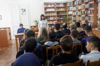 Книги Інституту національної пам'яті передали Чернівцям