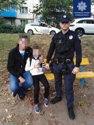 У Чернівцях патрульні допомогли батькові знайти його 10-річного сина