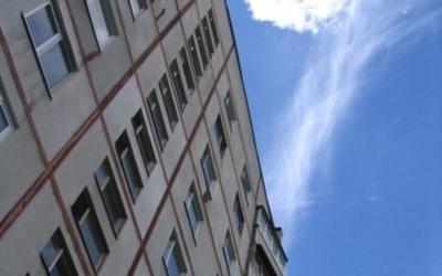 У Чернівцях 17-річна студентка впала з третього поверху