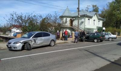 Стало погано за кермом: на Буковині зіткнулося чотири автомобілі