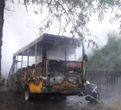 Покатались і спалили: у Чернігові викрали маршрутку