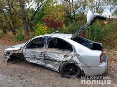 Потрійна ДТП на Буковині: легковик протаранив позашляховик і карету швидкої - фото