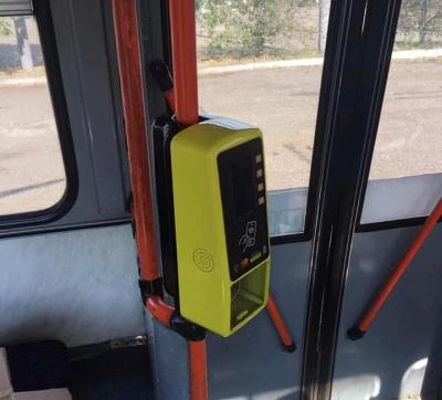 У тролейбусах Чернівців почали встановлювати стаціонарні валідатори