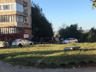 Труп у спальному районі Чернівців: у поліції розповіли деталі