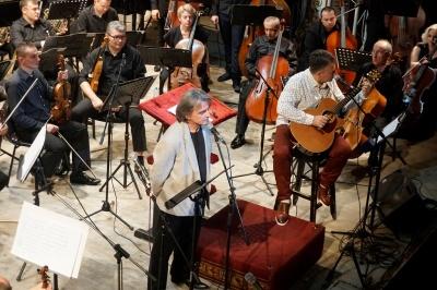 Лікар і музикант: у Чернівецькій філармонії відбувся творчий вечір Євгена Воєвідки – фото, відео