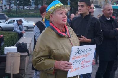 «Має бути формула України»: сотні чернівчан прийшли на акцію протесту на Центральну площу
