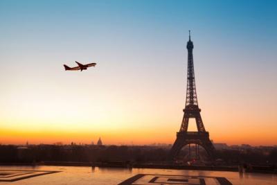 Український лоукостер літатиме до Парижу