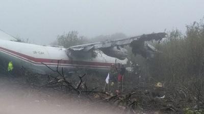 Біля Львова впав військовий літак: є загиблі