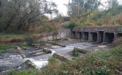 Невідомий струмок забруднює Прут поблизу Калинівського ринку в Чернівцях