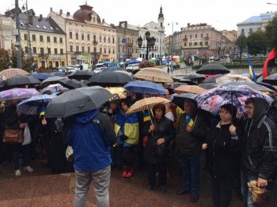 """У Чернівцях триває акція протесту через """"формулу Штайнмаєра"""""""