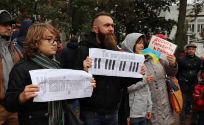 """По всій Україні та за кордоном влаштували віче """"Ні капітуляції"""""""