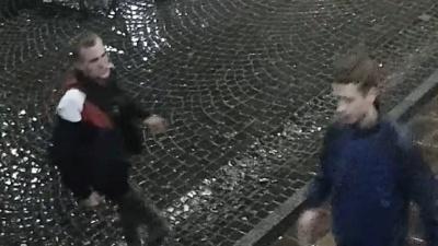 У центрі Чернівців невідомі в День міста пошкодили торгівельний намет – відео
