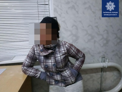У Чернівцях п'яна жінка з 2-річною дитиною на руках дебоширила на вокзалі