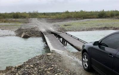 Буковину і Прикарпаття з'єднали понтонним мостом через Черемош – фото