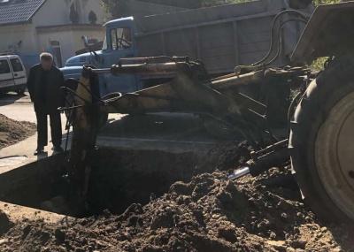 У Чернівцях розкопують вулицю, на якій влітку стелила асфальт Оксана Продан – фото