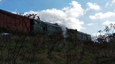 На Буковині загорівся вантажний локомотив – фото