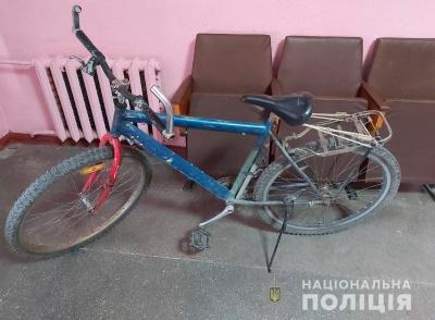 Вкрала, щоб поїхати до родичів: буковинка поцупила чужий велосипед