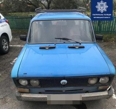 На Буковині небайдужий допоміг патрульним затримати п'яного водія ВАЗу