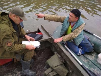 На Буковині зафіксували ряд грубих правопорушень на водоймах