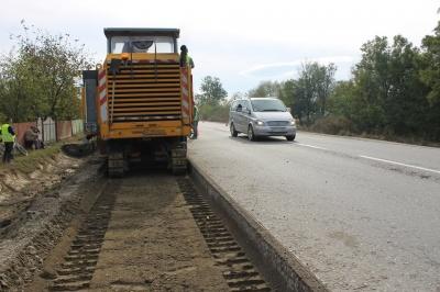 Буде чотири смуги: на Буковині розпочали капітальний ремонт дороги на «Порубне»