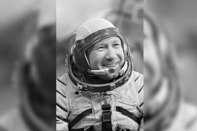 Помер космонавт Леонов, який першим вийшов у відкритий космос