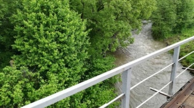 На Закарпатті судитимуть директора школи: навесні учень впав в річку і потонув