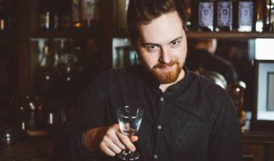 Анекдот дня: про єврея і китайця в барі