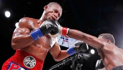 Американський боксер впав у кому після нокауту – відео