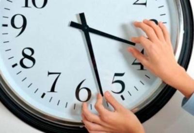 Перехід на зимовий час: коли переводити годинники