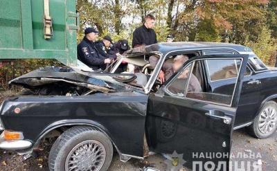 ДТП на трасі Житомир-Чернівці: «Волга» врізалась у вантажівку, двоє постраждалих