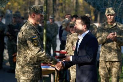 Президент відвідав Донеччину та вручив державні нагороди військовим