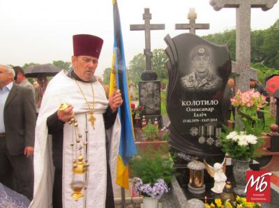 Зрізані прапори на могилах бійців АТО: поліція відреагувала на інцидент у Банилові