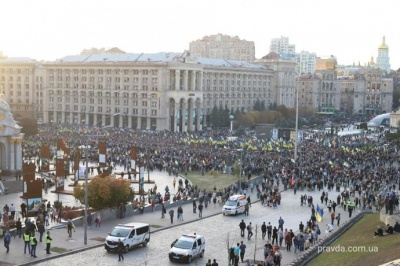 «Ні капітуляції!»: майже 12 тисяч людей вийшли на марш на Майдані
