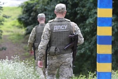 Біля кордону на Буковині службовий собака «винюхав» 6 ящиків контрабандних сигарет