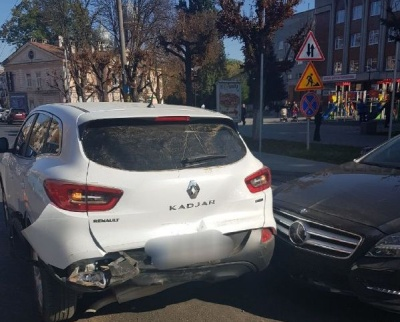 У Чернівцях сталася ДТП за участі трьох автівок