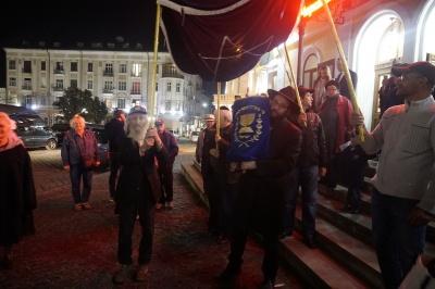 Танцы с Торой и ярмарка еврейской выпечки: как в Черновцах праздновали Суккот - фото, видео